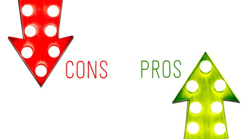pros and cons arrow signs in red and green colors